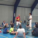 """TENNISKAMP 2017 In de mei-vakantie organiseert At Vantage Tennis Academy een tennis/multi-sportkamp op het complex van David Lloyd (PC Boutenssingel 5, Capelle a/d IJssel) Van maandag 24 april t/m vrijdag 28 april 2017 (excl. Koningsdag 27 april) Het kamp begint elke dag om 9.00 uur en is om 17.00 uur afgelopen. Er wordt thuis geslapen. Iedereen tussen 5 en 16 jaar kan aan dit kamp deelnemen. Lidmaatschap van David Lloyd is niet nodig. Uiteraard zullen we proberen zoveel mogelijk op leeftijd en niveau in te delen. Er wordt elke dag ongeveer 4 uur getennist. De andere activiteiten zijn o.a. squashen; tafeltennissen; zwemmen en een supergave bootcamp. Op vrijdagmiddag zijn er ouder(s)-kind activiteiten in het mooie centrum van David Lloyd. De deelnemers worden om 08:45 uur op het complex verwacht. Iedere dag wordt er tussen 12:30 uur en 13:30 uur een lunch geserveerd. Het team van At Vantage Tennis Academy en de medewerkers van David Lloyd zullen er voor zorgen dat het een onvergetelijke week zal worden. Vind je het leuk om te werken aan je tenniskwaliteiten en om daarnaast aan andere leuke, sportieve activiteiten deel te nemen? Dan is dit je kans! De kosten, inclusief lunch en T- shirt zijn € 170,- p.p. voor 4 dagen (maandag 24-4, dinsdag 25-4, woensdag 26-4, en vrijdag 28-4) Inschrijven? Ga naar onze site, www.atvantage-tennis.nl, scroll naar beneden en klik op icoon """"inschrijven"""" en ga naar je persoonlijke pagina. Heb je geen les bij ons? Kies dan voor """"Niet Lid"""". Volg verder de instructies en kies voor """"aanmelding nieuw evenement"""". Mocht je nog vragen hebben neem dan even contact op met Bart Koster 06-30414588 of per mail bart@atvantage-tennis.nl. Graag tot ziens op ons Tennis/multi-sportkamp!"""
